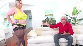 Fat Irritant Bunny De La Cruz Twerks on Cock