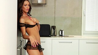 Cum on pussy monitor hardcore fucking close to the kitchen - Cynthia Vellons